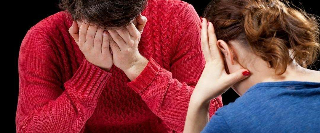 Dwie załamane psychiczne osoby liczą budżet domowy